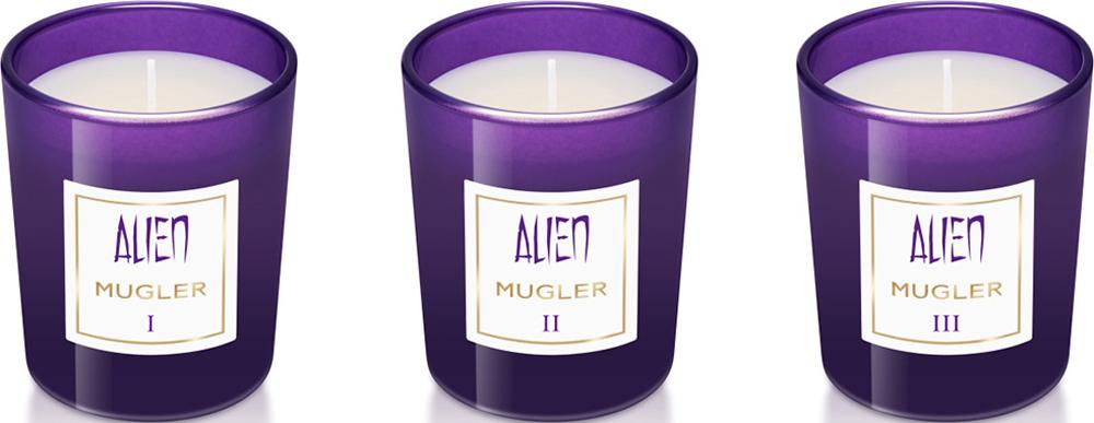 Mugler Набор свечей Alien, 3 x 70 г80028800Дом Mugler переосмыслил жанр ароматов для дома в коллекции парфюмерных мини-свечей. Три свечи в наборе, каждая из которых раскрывает одну грань легендарного аромата Alien. Три мини-свечи в наборе, каждая из которых раскрывает одну грань любимого аромата Alien:I - Солнечная грань пробудит новые ощущенияII - Обволакивающая грань унесет воображение прочь от реальностиIII - Загадочная грань окутает аурой таинственностиCвечи Alien – парфюмерное воплощение магического сияния и таинственности, они наполняют пространство успокаивающим светом и чувственным ароматом, в котором переплетаются ноты арабского жасмина и кашмеран, чуть пряной и пудровой ноты с мускусно-древесным запахом.Cостав набора: 3 свечи х 70 гр