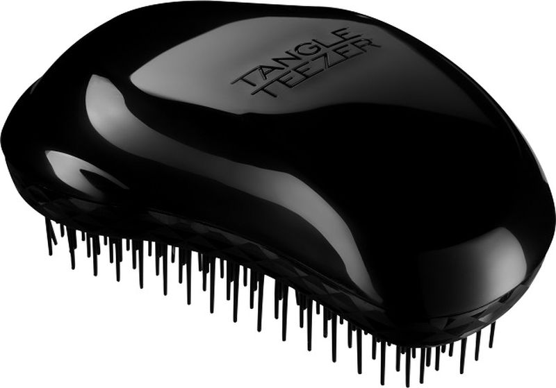Tangle Teezer РасческаThe Original Panther Black2003Tangle Teezer The Original Panther Black - профессиональная расчёска для волос из Великобритании. Создана знаменитым британским стилистом Шоном Палфри, у которого за плечами более тридцати лет опыта работы в индустрии. Эргономичная форма Tangle Teezer Original Panther Black позволяет легко расчёсывать как сухие, так и влажные волосы. Благодаря уникальному строению зубчиков, расчёска мягко скользит по волосам, не повреждая и не травмируя их. После использования расчёски волосы приобретают здоровый вид и блеск, становясь гладкими и шелковистыми. Подходит для любого типа волос, включая наращенные и окрашенные.
