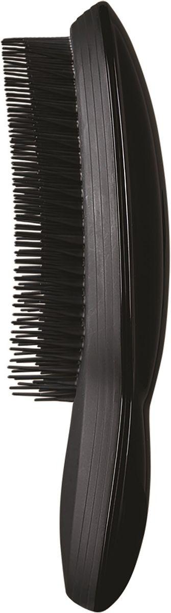 Tangle Teezer РасческаThe Ultimate Black370718Tangle Teezer - профессиональные расчёски из Великобритании, завоевавшие множество наград. Создатель бренда - британский стилист Шон Палфри, у которого за плечами более тридцати лет опыта работы в индустрии. Tangle Teezer The Ultimate - первая модель Tangle Teezer для ежедневного использования с ручкой!Длинные зубцы с мягкими кончиками легко скользят по волосам, не растягивая их и не царапая кожу головы. Короткие зубцы параллельно разглаживают и запечатывают кутикулу волоса, убирают лишнюю «пушистость», делают пряди блестящими и здоровыми. Модель The Ultimate Black представлена в лаконичном глянцевом чёрном цвете. Подходит для любого типа волос, включая наращенные и окрашенные.