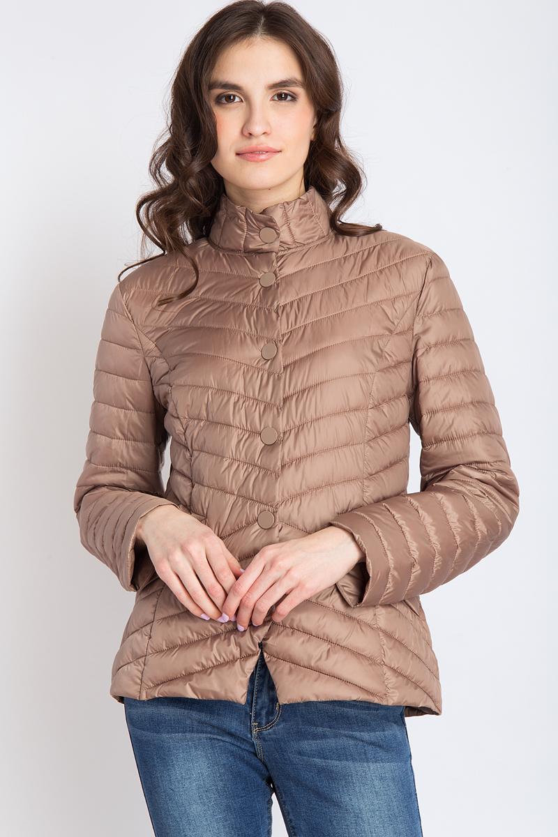 Куртка женская Finn Flare, цвет: коричневый. B18-11009_607. Размер XL (50)B18-11009_607Стильная женская куртка Finn Flare, выполненная из нейлона на утеплителе, отлично подойдет для прохладной погоды. Модель с воротником-стойкой и длинными рукавами спереди застегивается на застежки-кнопки. Изделие дополнено двумя прорезными карманами на молнии. Модель оформлена стеганым узором.Эта модная куртка послужит отличным дополнением к вашему гардеробу!