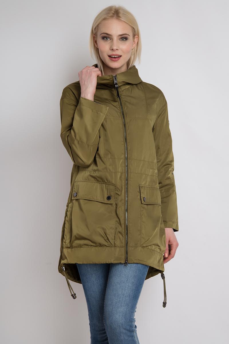Куртка женская Finn Flare, цвет: оливковый. B18-12023_901. Размер XL (50)B18-12023_901Модная куртка Finn Flare из износостойкого и водоотталкивающего материала станет идеальным спутником в непредсказуемую и влажную погоду. Молния до подбородка и большой капюшон защитят в ветреные дни. Модель снабжена двумя вместительными и практичными накладными карманами. Кулиска по низу и удлиненная спинка также позаботятся комфорте в прохладные дни, в то время как боковые разрезы выглядят очень стильно. Рукава можно легко отрегулировать до длины 3/4 с помощью планки с пуговицей. Длинный прямой силуэт куртки позволит комбинировать ее со многими вещами гардероба и создавать интересные повседневные образы.