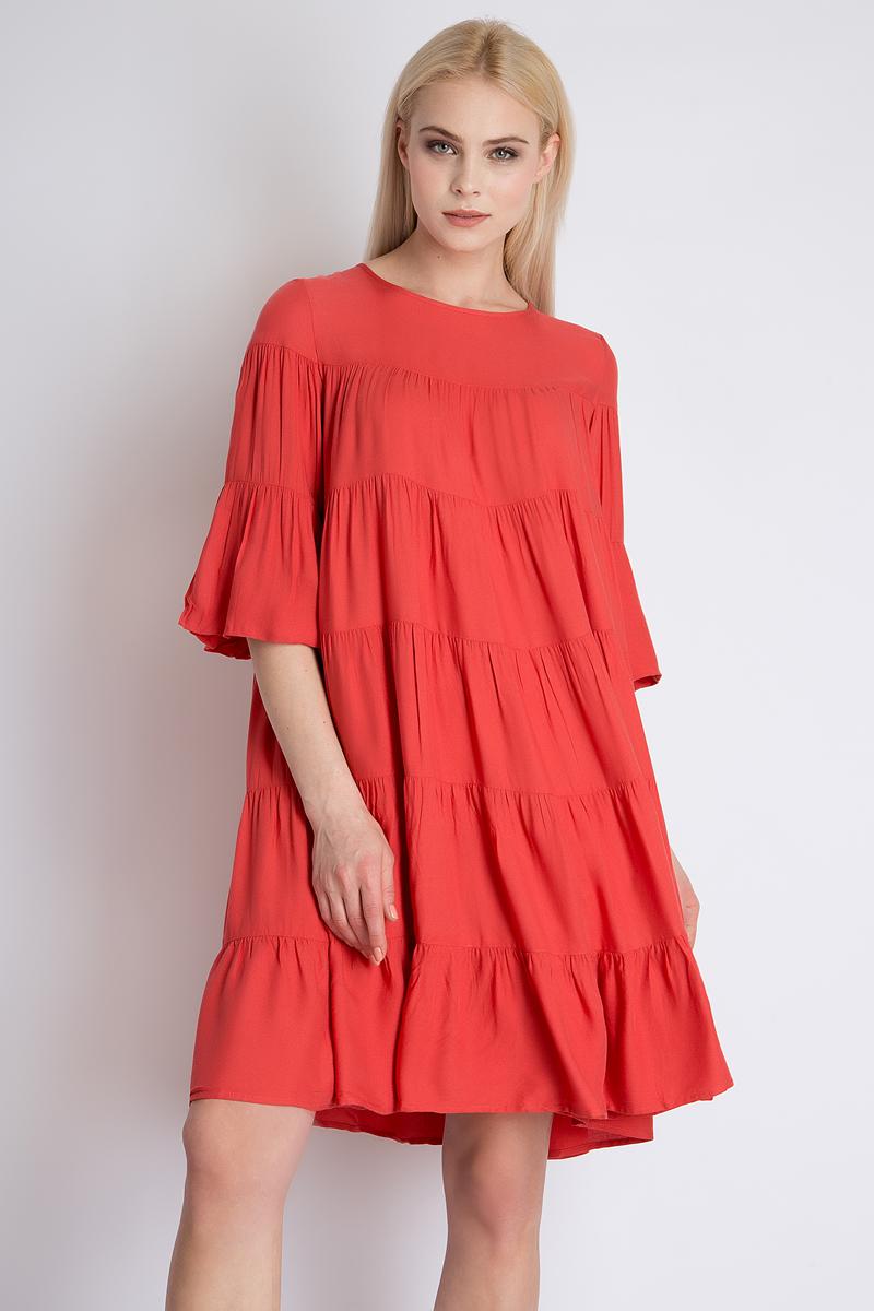 Платье Finn Flare, цвет: алый. B18-12051_328. Размер L (48)B18-12051_328Элегантное платье Finn Flare выполнено из высококачественной 100% вискозы. Такое платье обеспечит вам комфорт и удобство при носке. Модель с рукавами 3/4 и круглым вырезом горловины выгодно подчеркнет все достоинства вашей фигуры благодаря свободному струящемуся крою. Платье застегивается сзади на пуговицу. Изысканное платье создаст обворожительный и неповторимый образ. Это модное и удобное платье станет превосходным дополнением к вашему гардеробу, оно подарит вам удобство и поможет вам подчеркнуть свой вкус и неповторимый стиль.