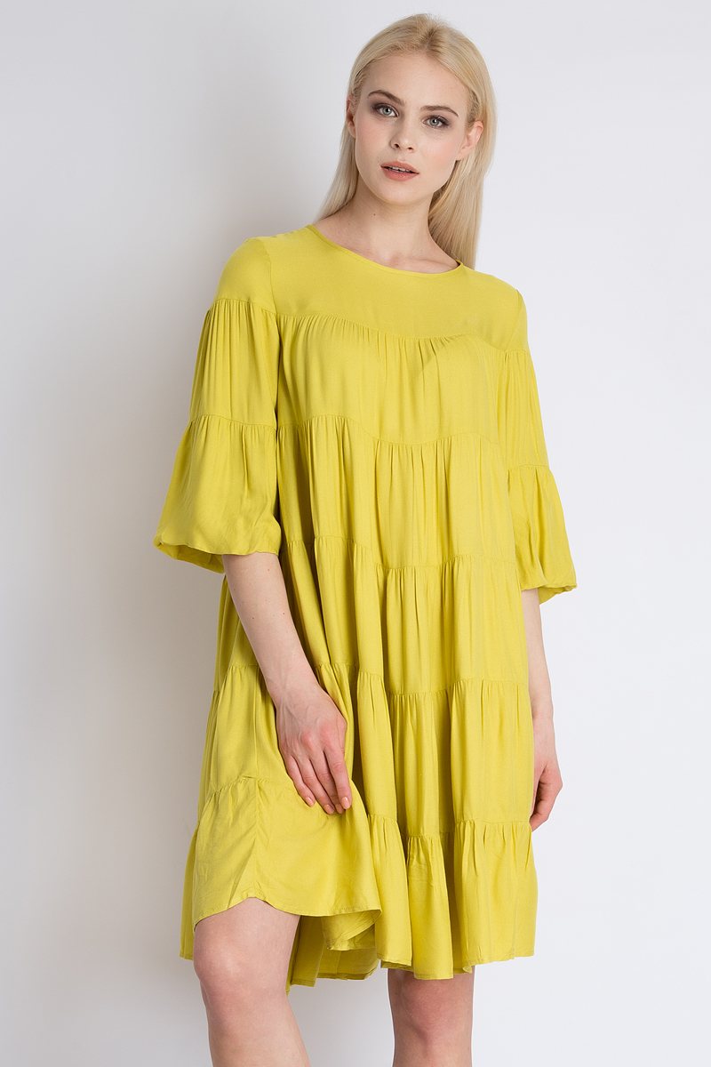 Платье Finn Flare, цвет: желтый. B18-12051_432. Размер M (46)B18-12051_432Элегантное платье Finn Flare выполнено из высококачественной 100% вискозы. Такое платье обеспечит вам комфорт и удобство при носке. Модель с рукавами 3/4 и круглым вырезом горловины выгодно подчеркнет все достоинства вашей фигуры благодаря свободному струящемуся крою. Платье застегивается сзади на пуговицу. Изысканное платье создаст обворожительный и неповторимый образ. Это модное и удобное платье станет превосходным дополнением к вашему гардеробу, оно подарит вам удобство и поможет вам подчеркнуть свой вкус и неповторимый стиль.