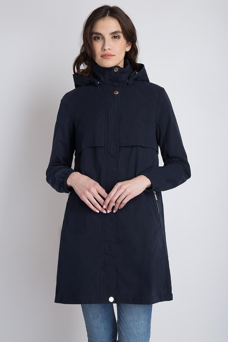 Плащ женский Finn Flare, цвет: темно-синий. B18-32076_101. Размер L (48)B18-32076_101Стильный женский плащ Finn Flare выполнен из высококачественного материала, рассчитан на прохладную погоду. Он поможет вам почувствовать себямаксимально комфортно и стильно. Модель с длинными рукавами и капюшоном застегивается на молнию и имеет ветрозащитный клапан на кнопках. Плащ оформлен двумя прорезными карманами.Модная фактура ткани, отличноекачество, великолепный дизайн.