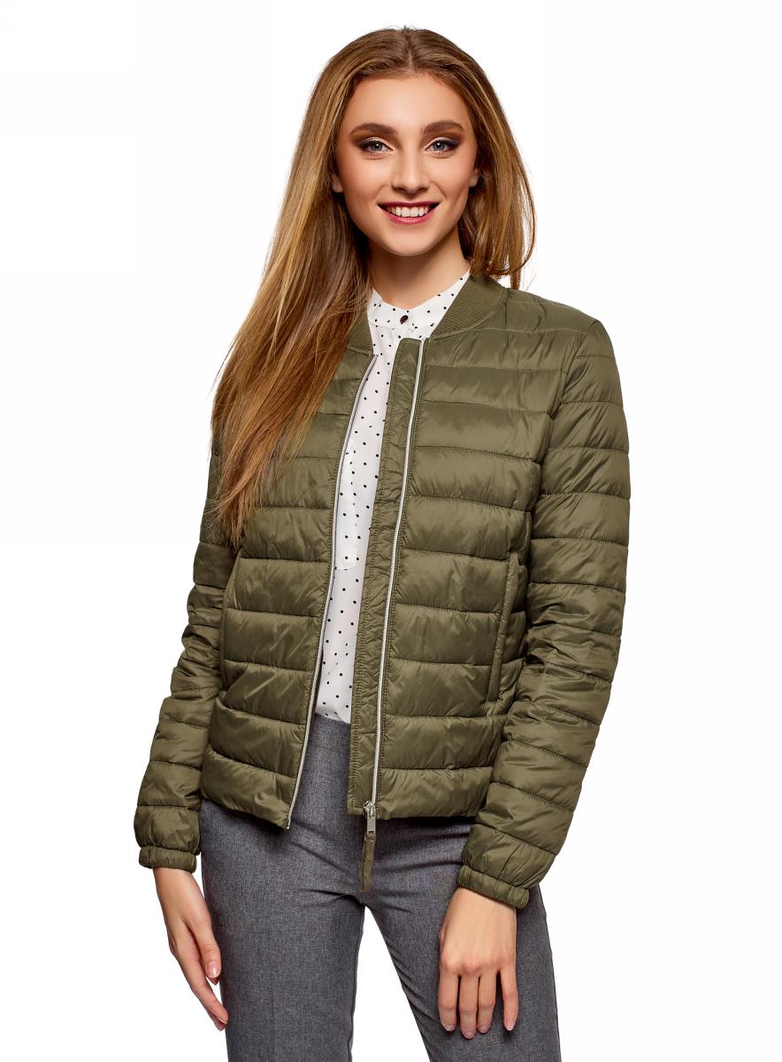 Куртка женская oodji Ultra, цвет: зеленый. 10203061-1B/45638/6800N. Размер 42 (48-164)10203061-1B/45638/6800NКуртка-бомбер от oodji выполнена из плащевой ткани на утеплителе из синтепуха. Модель с длинными рукавами и трикотажным воротником-стойкой застегивается на молнию. По бокам расположены втачные карманы.