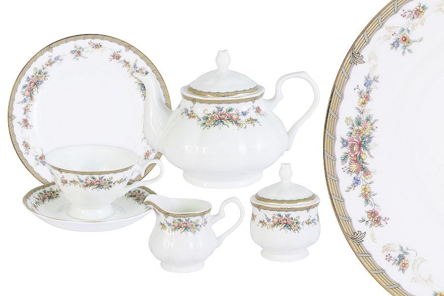 Чайный сервиз Emerald состоит из 6 чашек, 6 блюдец, 6 десертных тарелок, чайника, сахарницы и молочника. Изделия изготовлены из высококачественного костяного фарфора с изящным орнаментом. Поверхность изделий покрыта превосходной сверкающей глазурью, не содержащей свинца.     Благодаря высокому качеству исполнения, разнообразным декорам и оптимальному соотношению цена/качество, посуда Emerald завоевала огромную популярность у покупателей и пользуется неизменно высоким спросом.  Такой сервиз придется по вкусу любителям классики, и тем, кто предпочитает утонченность и изысканность.  Объем чайника: 900 мл.  Объем сахарницы: 350 мл.  Объем молочника: 300 мл.