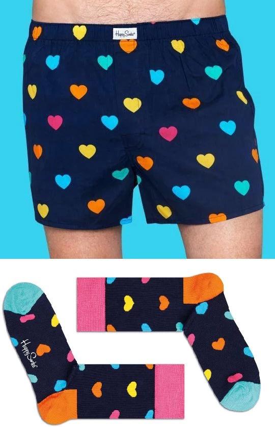 Комплект мужской Happy Socks Valentines: носки, трусы, цвет: темно-синий. XHA60_67. Размер S (44)XHA60_67Набор от Happy Socks, состоящий из трусов и носков, выполнен из натурального хлопка. Мужские семейные трусы с широкой резинкой на талии обладают отличной воздухопроницаемостью, комфортом и свободой движений. Носки с эластичной резинкой плотно облегают ногу, не сдавливая ее. Усиленная пятка и мысок обеспечивают надежность и долговечность.