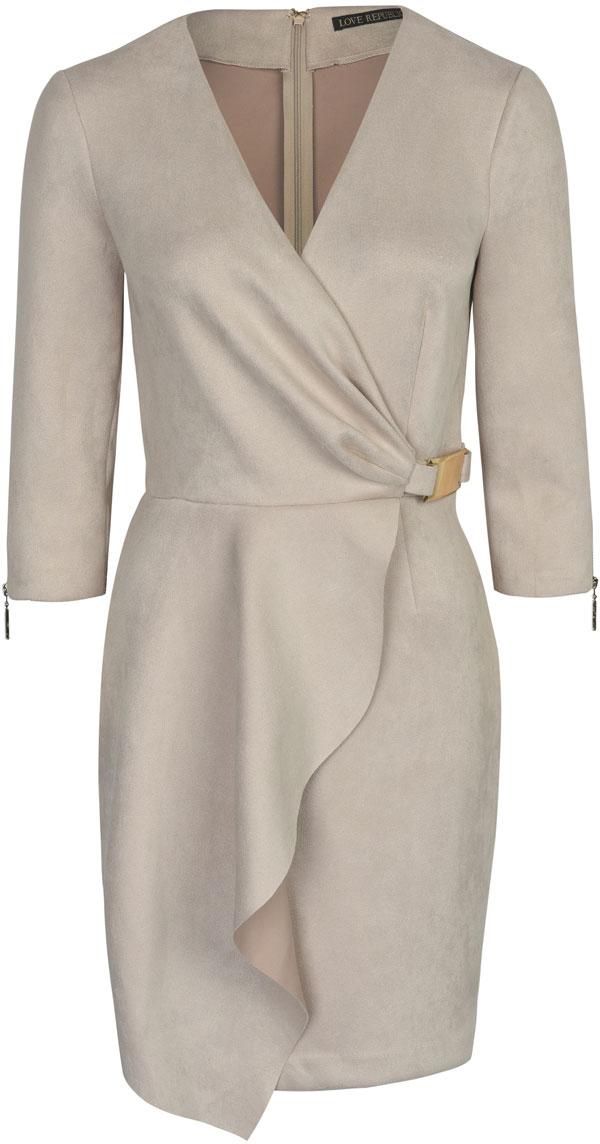 Платье Love Republic, цвет: светло-бежевый. 8152133505. Размер 408152133505Элегантное платье на запах от Love Republic выполнено из высококачественного материала. Модель облегающего кроя с рукавами 3/4 и V-образным вырезом горловины на спинке застегивается на потайную молнию.