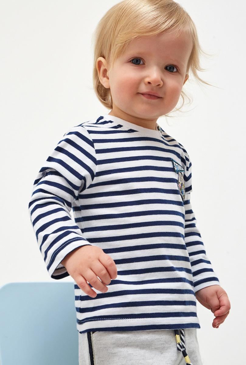 Джемпер для мальчика Maloo by Acoola Culver, цвет: синий, белый. 22150100024_500. Размер 9222150100024_500Трикотажный джемпер Maloo by Acoola выполнен из натурального хлопка. Модель с круглым вырезом горловины и длинными рукавами на плече дополнена застежкой на кнопки для удобства переодевания малыша.