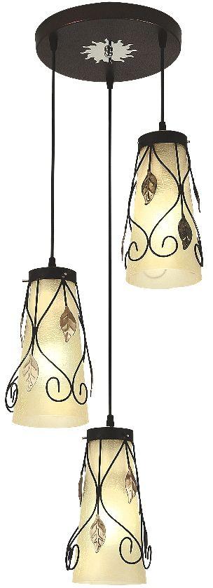 Люстра Максисвет Ковка, 3 х E27, 40W. 2-9917-3-RC+BKS Е272-9917-3-RC+BKS Е27Кованые элементы в интерьере квартиры применяются с давних времен, и с тех самых времен они характеризуются изысканностью и утончённостью. Оригинальные светильники коллекции Ковка» подчеркивают общую стилистику интерьера.Несмотря на то, что изделия выполнены из металла, они не отягощают пространство,а наоборот, придают легкость всему помещению. Кованая мебель и предметы интерьера с художественной ковкой очень активно используютсяпри оформлении загородных домов. Воздушные люстры с кружевом из металла одинаковохороши и в уютных кафе, и в городских квартирах.Широкий модельный ряд «Максисвет» позволяет подобрать люстру под конкретный интерьер –от романтичного прованса до тяжелого замкового стиля. Для законченности интерьера люструможно дополнить бра, торшером или настольной лампой той же серии.
