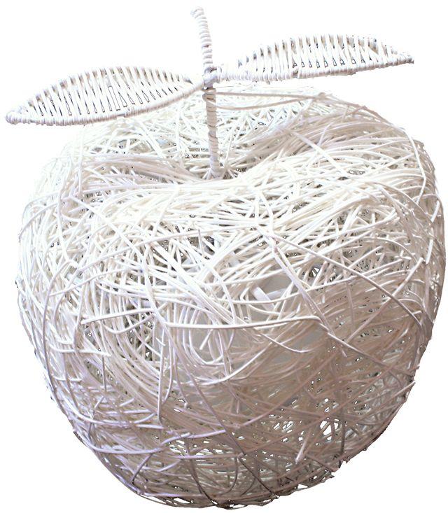 Лампа настольная Максисвет Экостиль, 1 х E27, 40W. 5-0500-1-WH E275-0500-1-WH E27Основной принцип экостиля – использование натуральных, природных материаловестественных цветов и оттенков. В нашей коллекции «Экостиль» широкопредставлены люстры, бра и торшеры, изготовленные из ротанга – тропическойгладкоствольной лианы, дерева и джутового волокна. Неповторимость фактурделает каждый светильник уникальным, а ручная работа мастеров фабрикидобавляет всем изделиям эксклюзивность.Экостиль быстро нашел поклонников и продолжает оставаться модным трендом воформлении современных коттеджей, квартир и кафе. Набирают популярность такназываемые «зеленые офисы», в которых переговорные, комнаты отдыха, а иногдаи все офисное пространство оформлено в духе экостиля.
