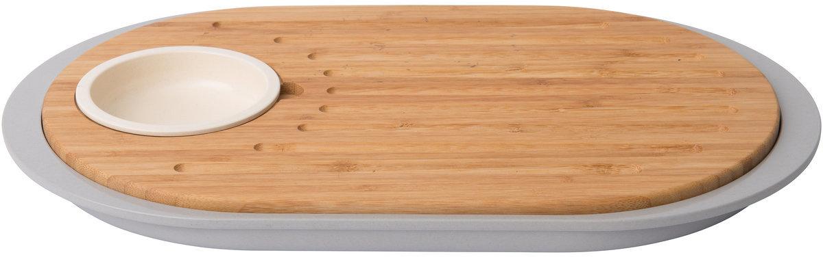 Набор для закуски BergHOFF Leo, с разделочной доской-подносом, 39 x 23 x 2,5 см3950060Набор для закуски BergHOFF Leo понравится каждой хозяйке. Доска из бамбука со встроенным сменным подносом, изготовленным из небьющегося меламина - очень удобно для транспортировкинарезанных на доске ингредиентов в кастрюлю или просто для переноски предметов во время сервировки. Изделие имеет компактный дизайн, необходимо вставитьподнос в паз под разделочной доской.
