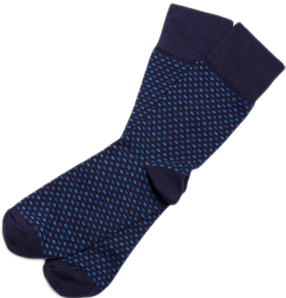 Носки мужские Mark Formelle, цвет: темно-синий. 004K-520_004K. Размер 42/43004K-520_004KУдобные носки от Mark Formelle изготовленные из высококачественного материала, очень мягкие и приятные на ощупь, позволяют коже дышать. Эластичная резинка плотно облегает ногу, не сдавливая ее, обеспечивая комфорт и удобство.