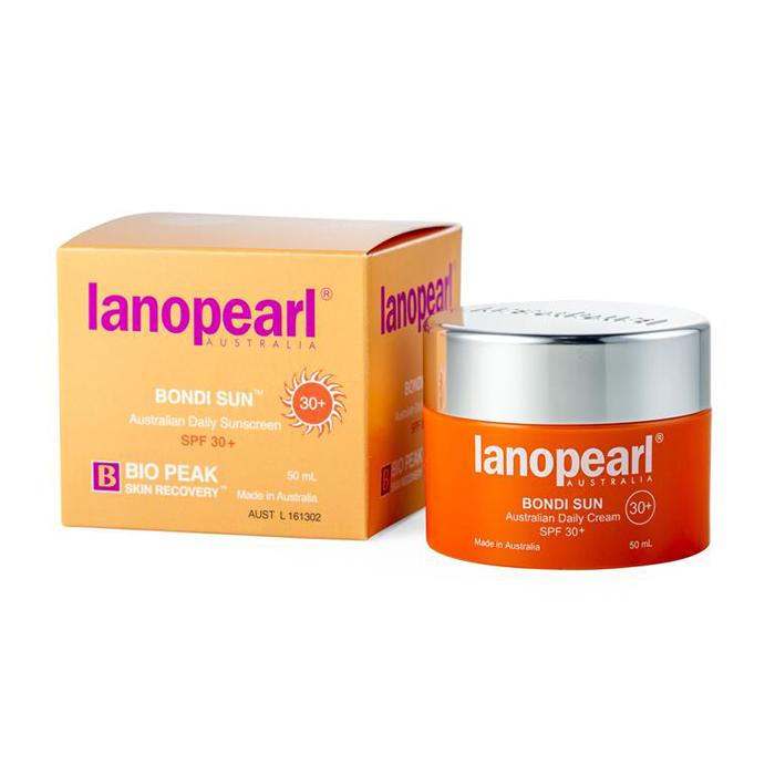 Lanopearl Крем солнцезащитный Bondi Sun Australian Daily Sunscreen Spf 30+ Jar, 50 млLB51Пляж Бонди в Австралии, на который воздействуют одни из самых сильных солнечных лучей в мире, вдохновил на этот эффективный, но при этом нежный солнцезащитный крем. Он обеспечивает защиту от вредных лучей UVA и UVB. Его мягкая, нежирная формула подходит для всех типов кожи, включая чувствительную. • Защищает кожу от UVA (Рака) и UVB (солнечных ожогов) • Легкая текстура и не жирный• Может использоваться под макияжем. Не оставляет следов на лице • Витамин Е защищает кожу от обезвоживания, делая кожу мягкой и эластичной