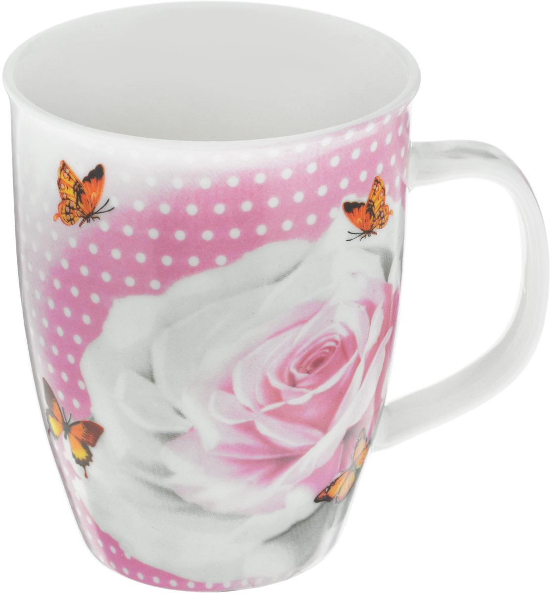 Кружка Loraine Роза с бабочками, 340 мл25969_роза с бабочкамиКружка Loraine Розы с бабочками изготовлена из прочного качественного костяного фарфора. Изделиеоформлено красочным рисунком. Благодаря своим термостатическим свойствам, изделиеотлично сохраняет температуру содержимого - морозной зимой кружка будет согревать васгорячим чаем, а знойным летом, напротив, радовать прохладными напитками.Такой аксессуар создаст атмосферу тепла и уюта, настроит на позитивный лад и подаритхорошее настроение с самого утра. Это оригинальное изделие идеально подойдет в подарокблизкому человеку.Диаметр (по верхнему краю): 8,5 см. Высота кружки: 10,5 см.