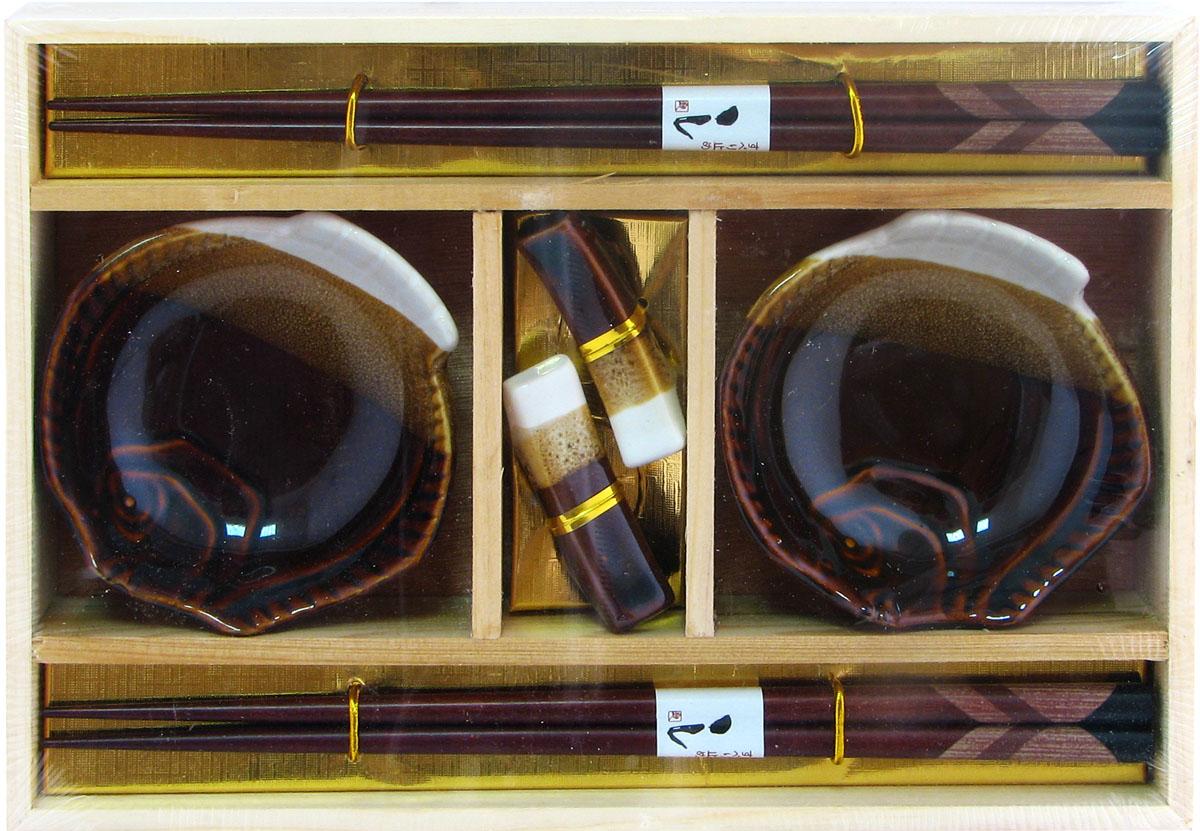 Набор для суши, цвет: коричневый, 6 предметов. 4034240342Набор для суши,выполненный из керамики и бамбука, идеален в качествеподарка любителям восточной кухни. Вкомплекте 2 пиалы для соуса, 2 пары палочек для еды, подставки для палочек.Данный набор идеально подойдет для грамотнойи красивой сервировки стола.