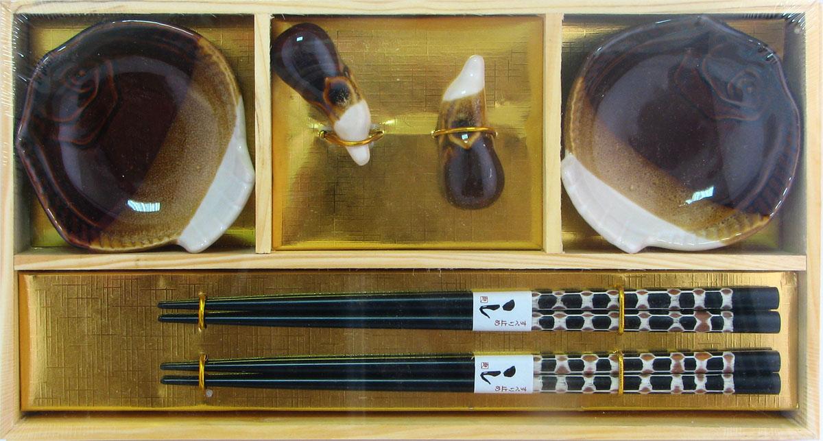 Набор для суши, цвет: коричневый, бежевый, белый, 6 предметов40349Набор для суши,выполненный из керамики и бамбука, идеален в качествеподарка любителям восточной кухни. Вкомплекте 2 пиалы для соуса, 2 пары палочек для еды, подставки для палочек.Данный набор идеально подойдет для грамотнойи красивой сервировки стола.