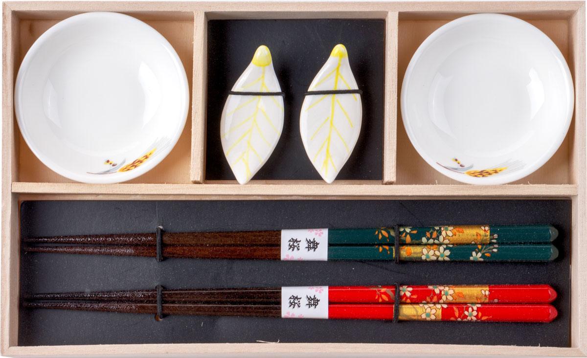 Набор для суши, цвет: белый, коричневый, красный, 6 предметов40449Набор для суши,выполненный из керамики и бамбука, идеален в качествеподарка любителям восточной кухни. Вкомплекте 2 пиалы для соуса, 2 пары палочек для еды, 2 подставки для палочек.Данный набор идеально подойдет для грамотнойи красивой сервировки стола.