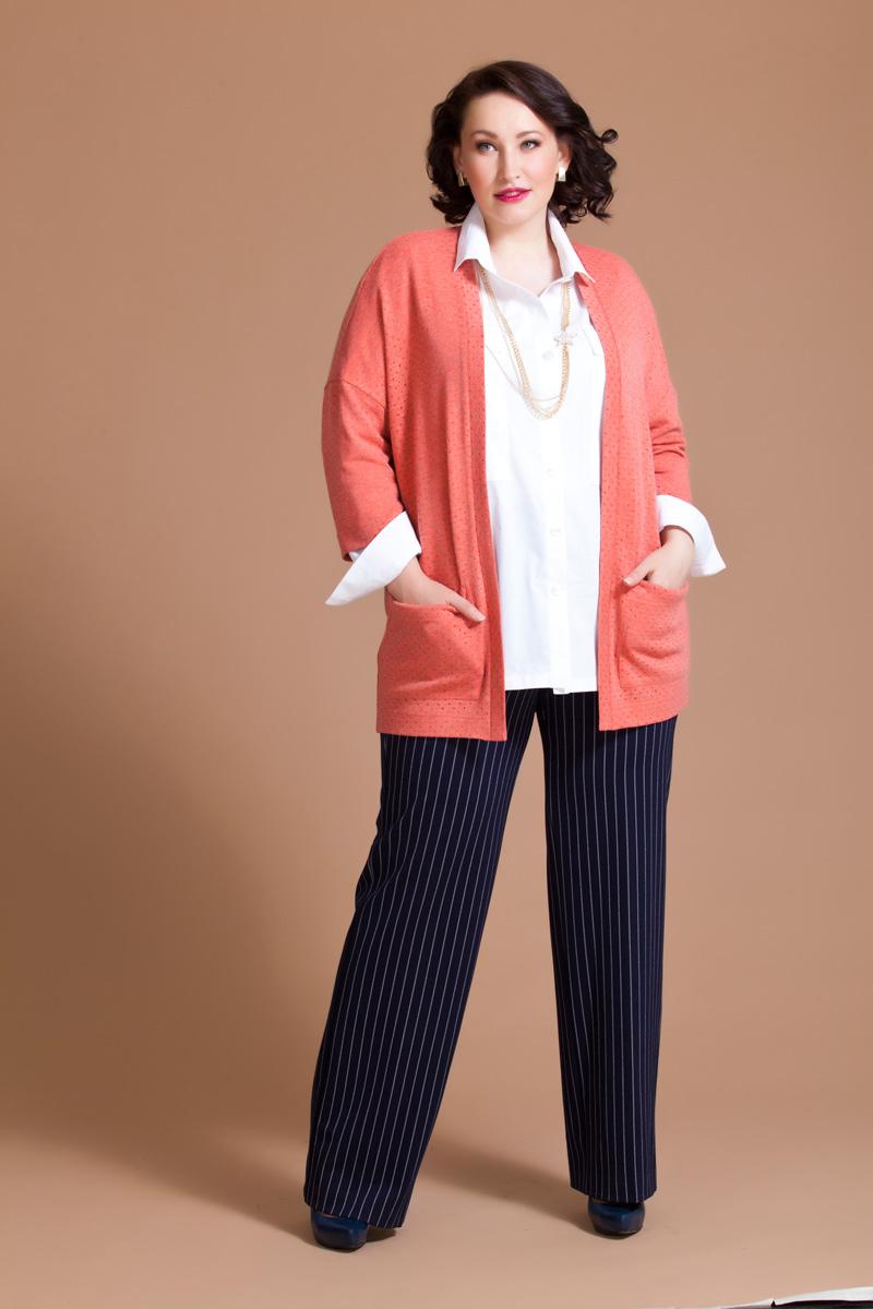 Брюки женские Averi, цвет: синий. 1140. Размер 64 (68)1140Классические брюки прямого силуэта Averi выполнены из эластичного джерси. Модель имеет пояс частично на резинке, садится идеально и придает элегантность фигуре. Вертикальные полосы визуально стройнят силуэт.