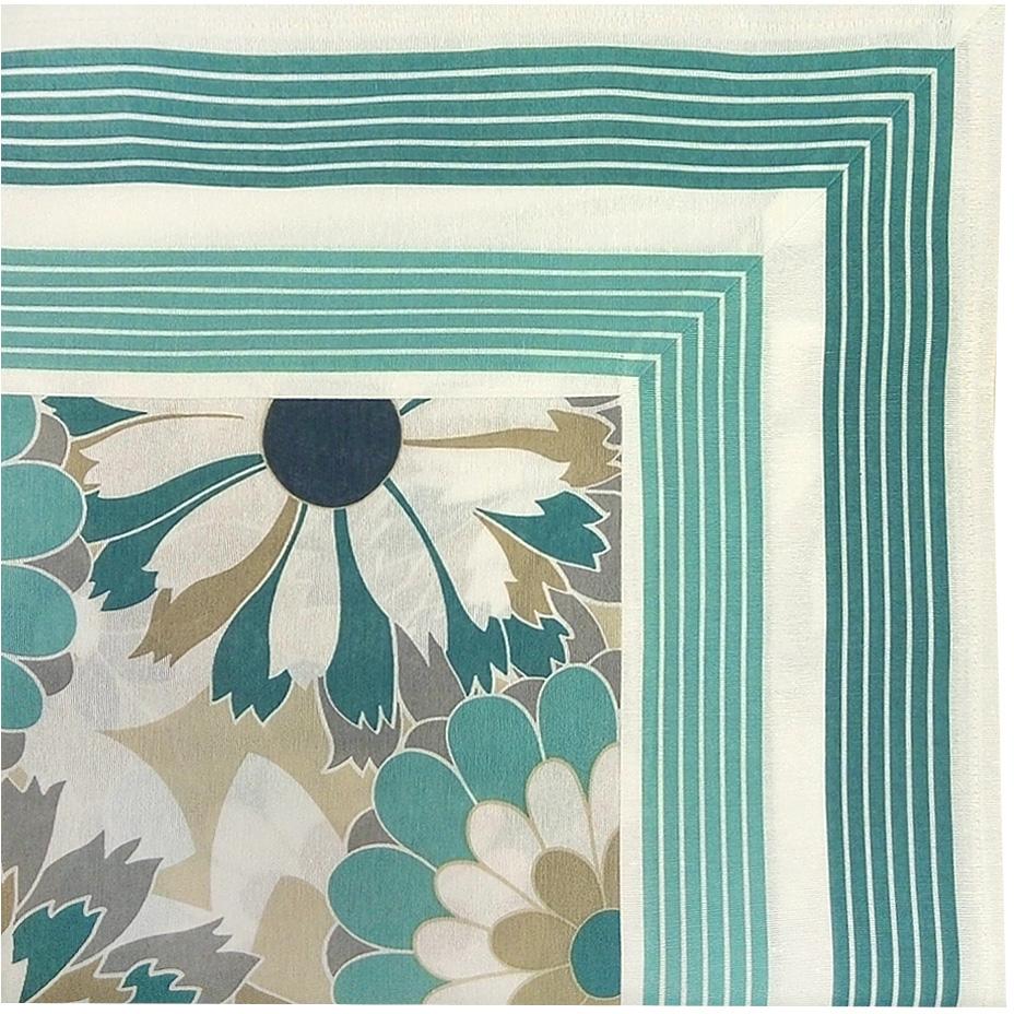 """Скатерть с рисунком из новой коллекции """"Altali"""" изготовлена из натуральной плотной испанской  ткани (хлопок). Высокие экологические свойства ткани позволяют использовать изделие не  только в качестве декоративного оформления, но и для сервировки обеденного стола. Дизайн  скатерти удачно сочетается с остальными элементами коллекции, а также с однотонными  компаньонами. Скатерть имеет универсальный размер и красиво смотрится как на круглом,  овальном, так и на прямоугольном столе."""