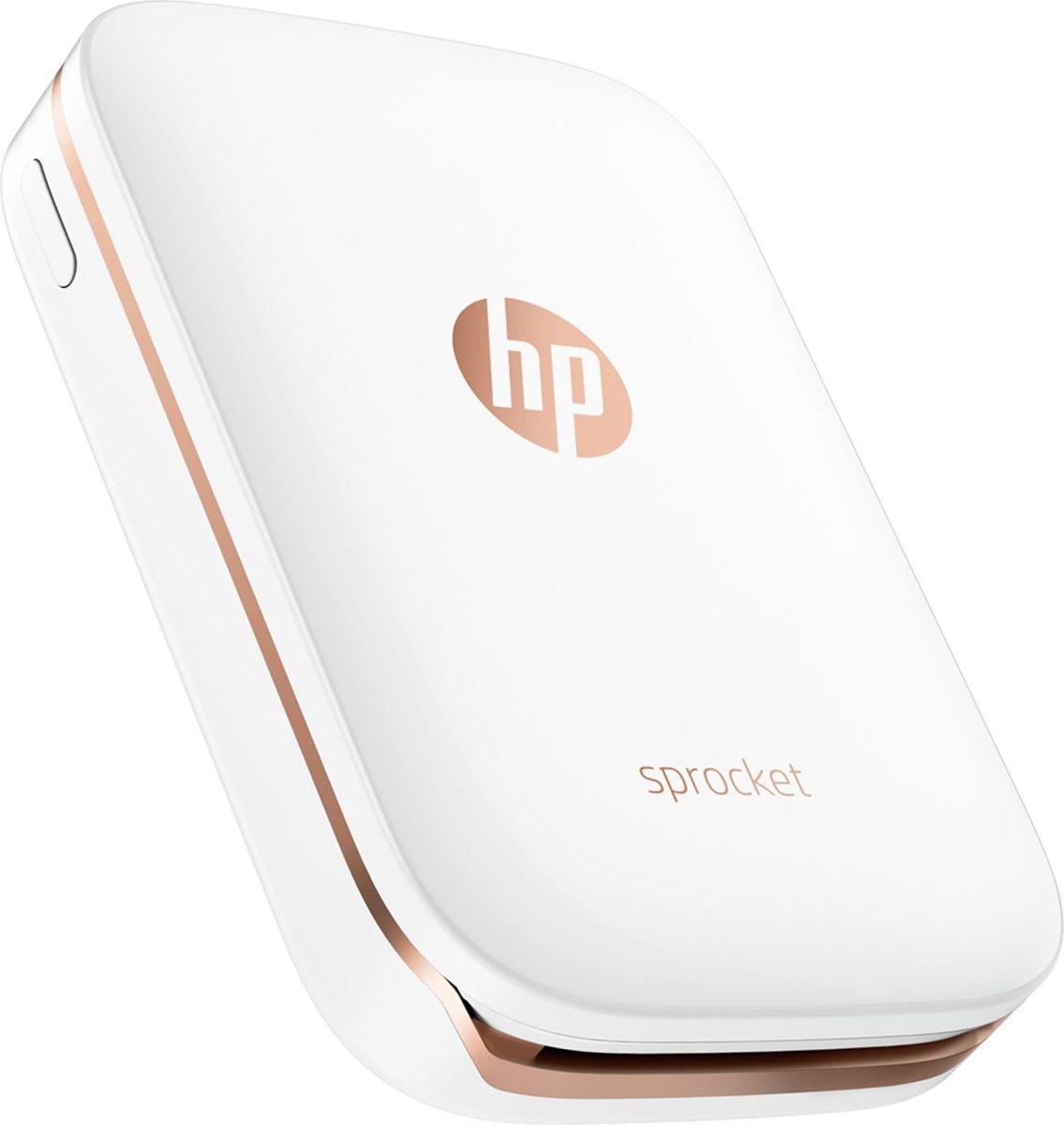 HP Sprocket, White фотопринтер1000454076Фотопринтер HP Sprocket позволяет печатать фото со смартфона или планшета так же легко, как и размещать их в соцсетях. Сохраните прекрасные мгновения, проведенные с друзьями, благодаря моментальным снимкам или наклейкам размером 5 x 7,6 см (2 x 3 дюйма). Благодаря своим компактным размерам, принтер можно взять с собой куда угодно. Загрузите бесплатное приложение HP Sprocket для настройки ваших фотографий перед их печатью.