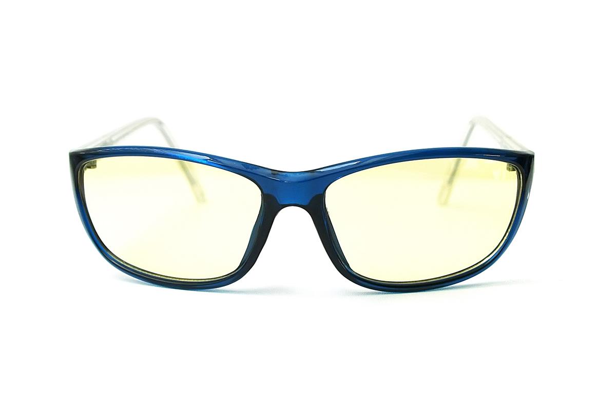 FOSTER GRANT Очки для геймеров Eye-Gear EG201 BKB4690452048673Оригинальная коллекция очков Foster Grant Eye-Gear, созданная специально для продвинутых геймеров. Восемь моделей очков в комбинированных оправах с комфортной посадкой снабжены особыми линзами желтого оттенка. Эти линзы задерживают до 76% лучей синего цвета, излучаемого экранами электронных устроиств, повышают четкость картинки и нейтрализует отвлекающие блики. Модели спортивного дизайна за счет обтекаемой формы позволяют задействовать боковое зрение. Каждая пара очков идет в стильном тканевом футляре. Eye-Gear - это удобные и надежные очки для продвинутых геймеров. Современные и стильные дизайны оправ; супертонкие и суперпрочные линзы из поликарбоната, устойчивы к царапинам; трехслойное антибликовое покрытие, нейтрализующее отблески и повышающее четкость восприятия.