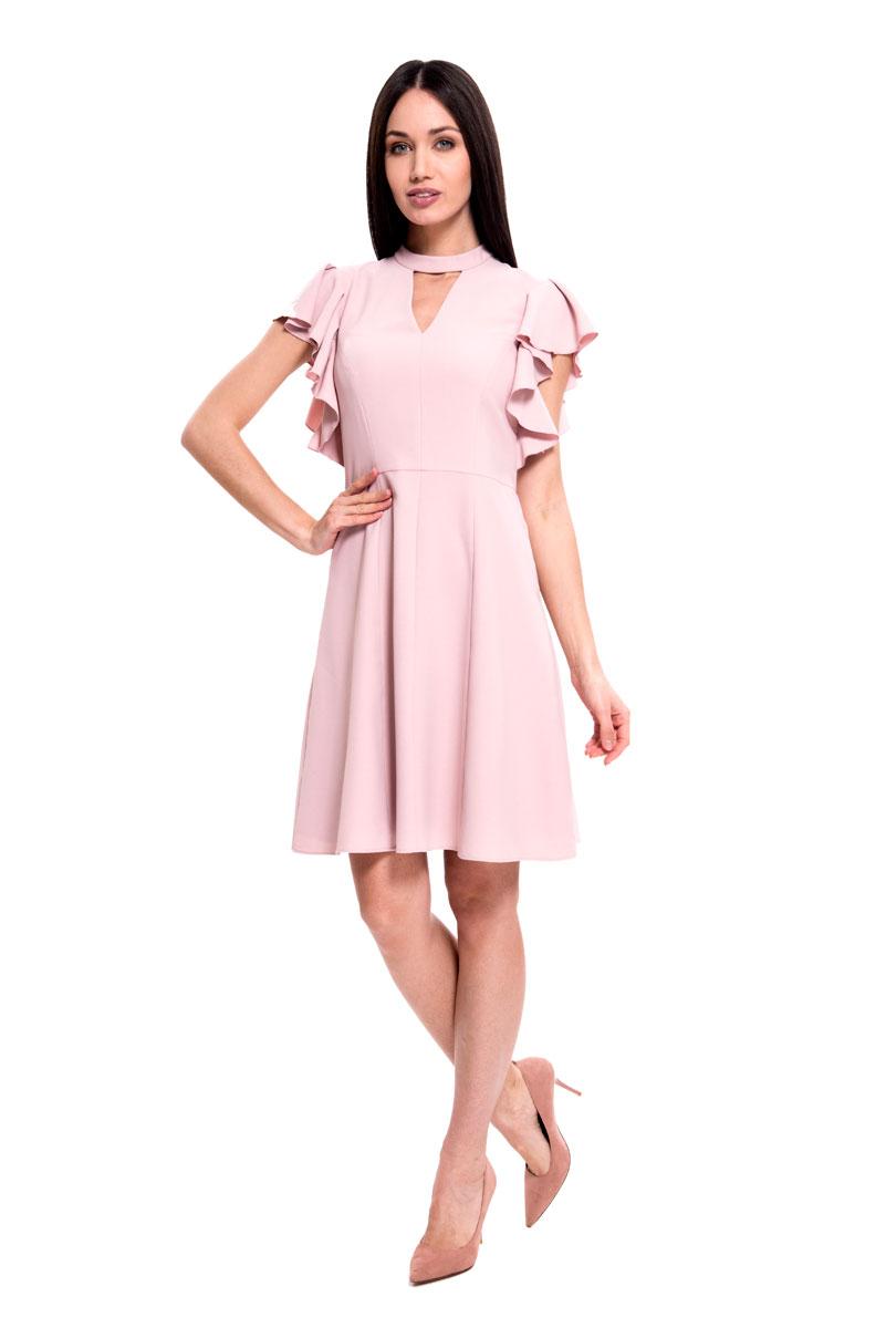 Платье Lusio, цвет: розовый. SS18-020112. Размер M (44/46)SS18-020112Стильное платье от Lusio выполнено из эластичного материала. Модель приталенного кроя с короткими летящими рукавами, на груди оформлена эффектным треугольным вырезом. На спинке изделие застегивается на потайную молнию.