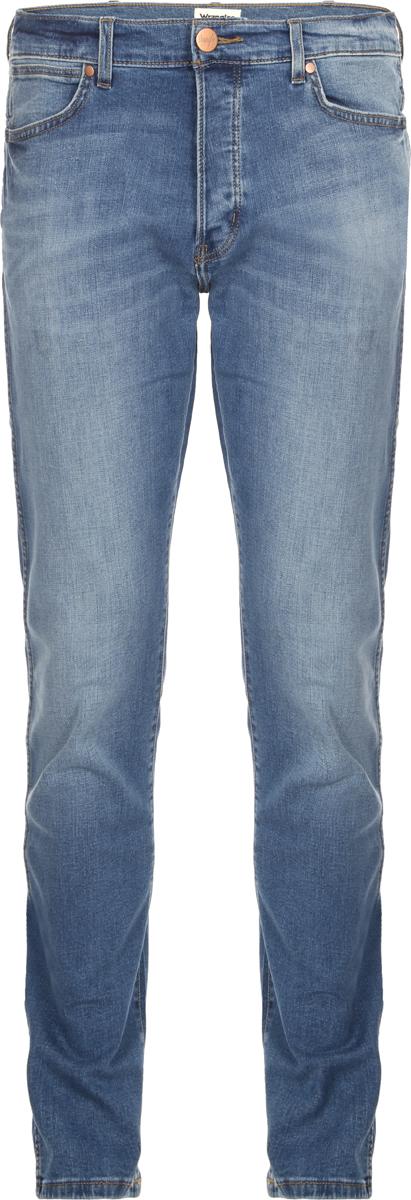 Джинсы мужские Wrangler Spenser, цвет: синий. W16AFW117. Размер 36-32 (52-32)W16AFW117Джинсы от Wrangler выполнены из эластичного хлопкового денима. Модель зауженного кроя с заниженной посадкой в поясе застегивается на пуговицу и имеет ширинку на молнии и шлевки для ремня. Джинсы имеют классический пятикарманный крой.