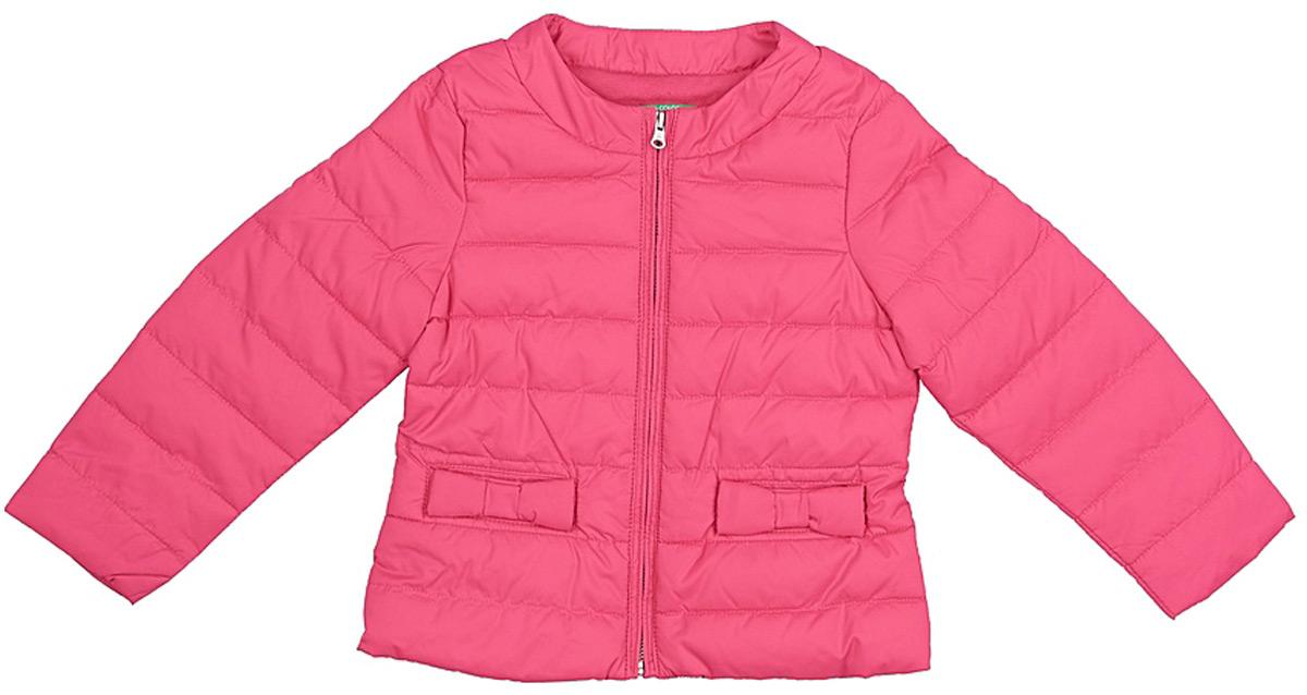 Куртка для девочек United Colors of Benetton, цвет: розовый. 2WU053BT0_32U. Размер 1502WU053BT0_32UСтеганая утепленная куртка от United Colors of Benetton выполнена из высококачественного полиэстера. Модель с длинными рукавами и круглым вырезом горловины застегивается на молнию, по бокам дополнена прорезными карманами.