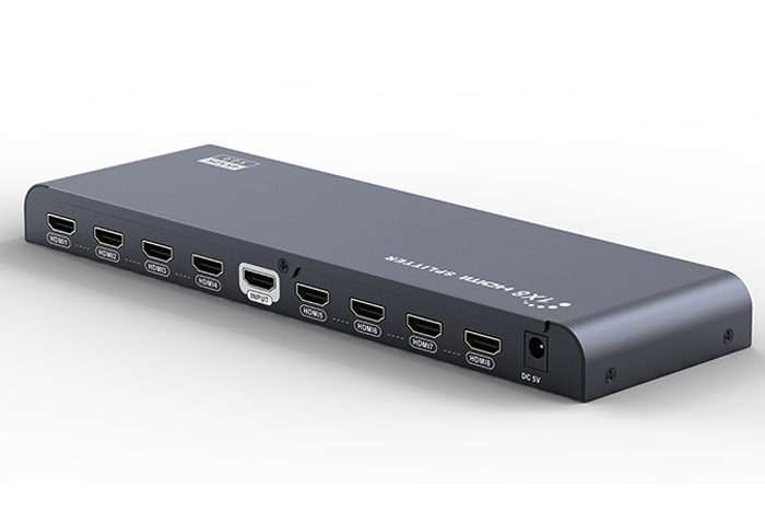 GCR GL-318-V2.0, Black разветвитель HDMI V2.0GL-318-V2.0Разветвитель HDMI V2.0 1 на 8 GCR серия Greenline GL-318-V2.0 предназначен для подключения одного устройства воспроизведения HD-видео к восьми мониторам или телевизорам, оснащенным разъемом HDMI. При помощи разветвителя можно воспроизводить высококачественное изображение на демонстрационном стенде или в магазине техники, транслировать спортивные мероприятия или развлекательные шоу в баре или клубе, показывать обучающие и научные передачи в образовательных учреждениях, выводя изображение на несколько экранов одновременно.Разветвитель Greenline оснащен усилителем сигнала, что дает возможность использовать кабели HDMI длиной до 15 м от источника сигнала до сплиттера и до 25 м - до устройства воспроизведения. Такая длина позволяет создать максимально удобную и эффективную инфраструктуру трансляции видео.HDMI сплиттер Greenline соответствует стандарту HDMI v2.0 и поддерживает разрешение видео до UltraHD 4Kx2K и трансляцию 3D изображения, а значит качество картинки на экране будет отличным, демонстрация возможностей телевизора или монитора - эффектной.Питание разветвителя осуществляется от сети 220 В при помощи адаптера, подключаемого в разъем на корпусе. Адаптер питания поставляется в комплекте с разветвителем.