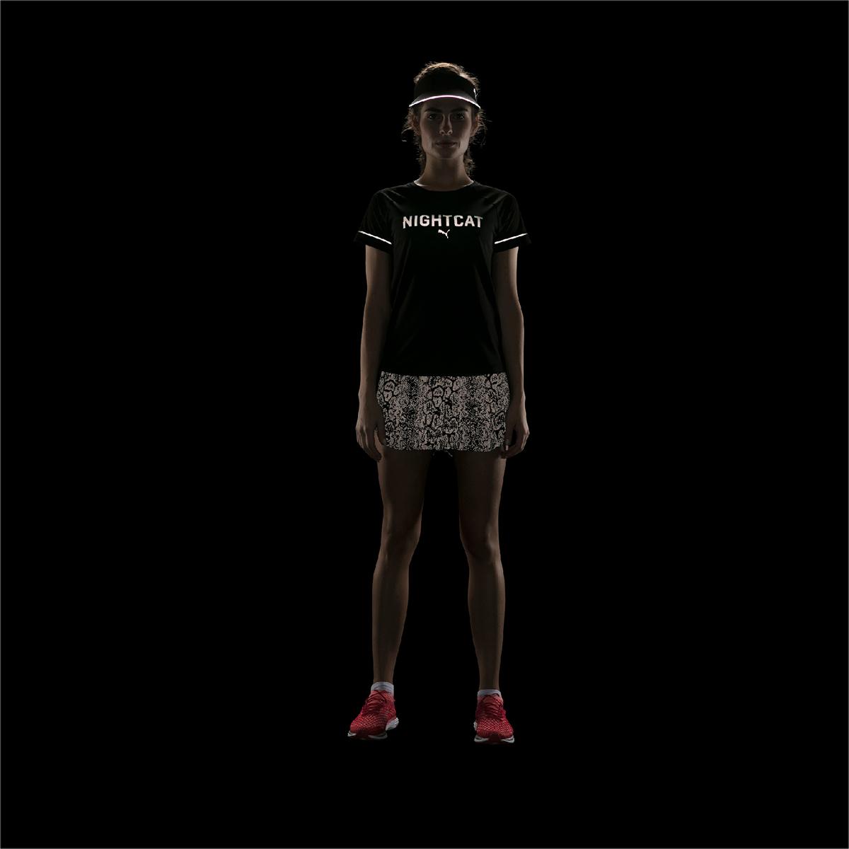 Футболка женская Puma изготовлена с использованием высоко функциональной технологии dryCELL, которая отводит влагу и гарантирует комфорт во время активных тренировок и занятий спортом. Рукава, полностью выполненные из сетчатого материала, обеспечивают отличную вентиляцию. Логотип и другие детали из светоотражающего материала, которые видны с любого ракурса, позаботятся о вашей безопасности в темное время суток. Рукава-реглан и детали кроя переда способствуют полной свободе движений. Плоские швы не натирают кожу и обеспечивают полный комфорт.