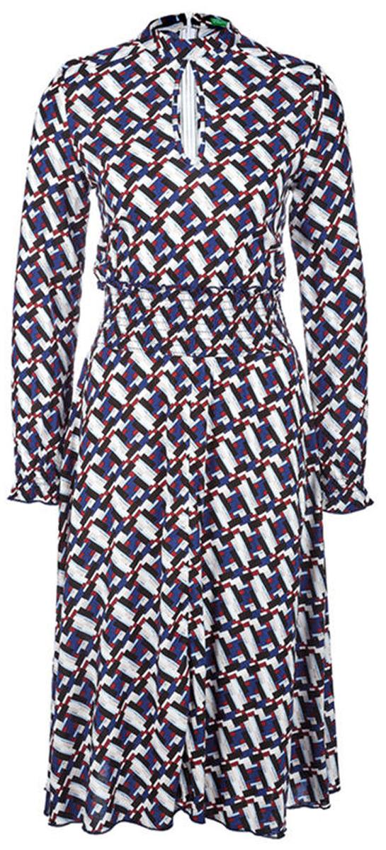 Платье United Colors of Benetton, цвет: синий, белый, черный. 4XR05V8I3_64R. Размер L (46/48)4XR05V8I3_64RПлатье от United Colors of Benetton выполнено из вискозного материала. Модель с длинными рукавами и воротником-стойкой на спинке застегивается на потайную молнию, на груди декорирована врезом капелька.