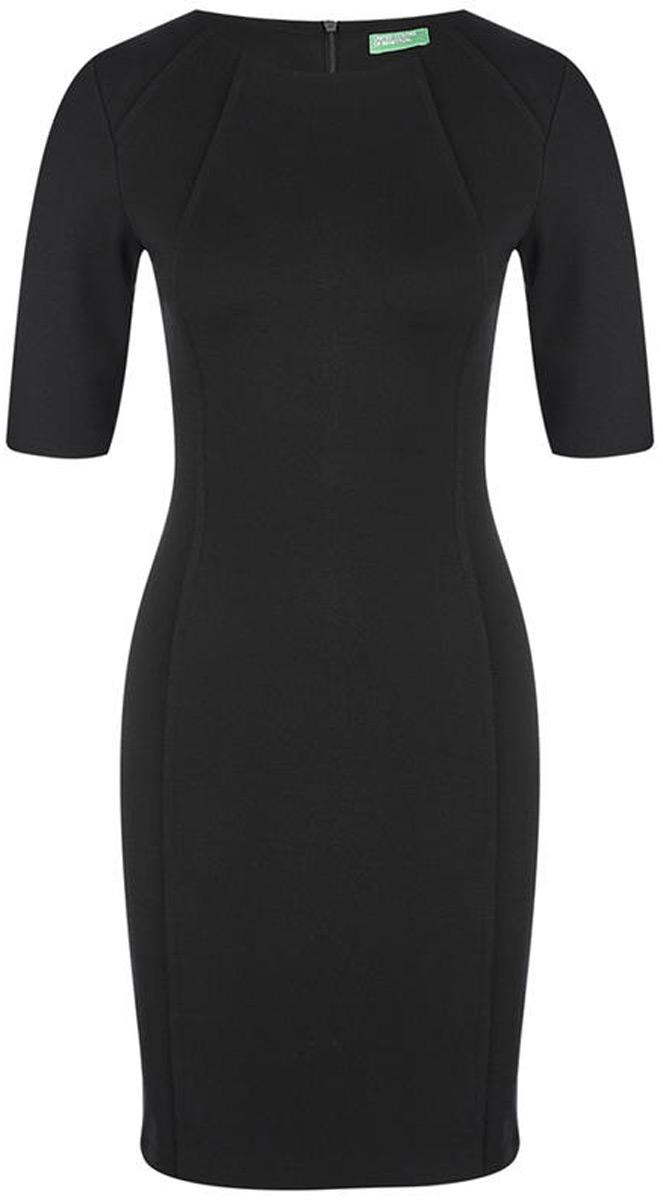 Платье United Colors of Benetton, цвет: черный. 4DI45V8G3_100. Размер L (46/48)4DI45V8G3_100Платье от United Colors of Benetton выполнено из вискозного материала. Модель облегающего кроя с короткими рукавами до локтя и круглым вырезом горловины на спинке застегивается на потайную молнию.
