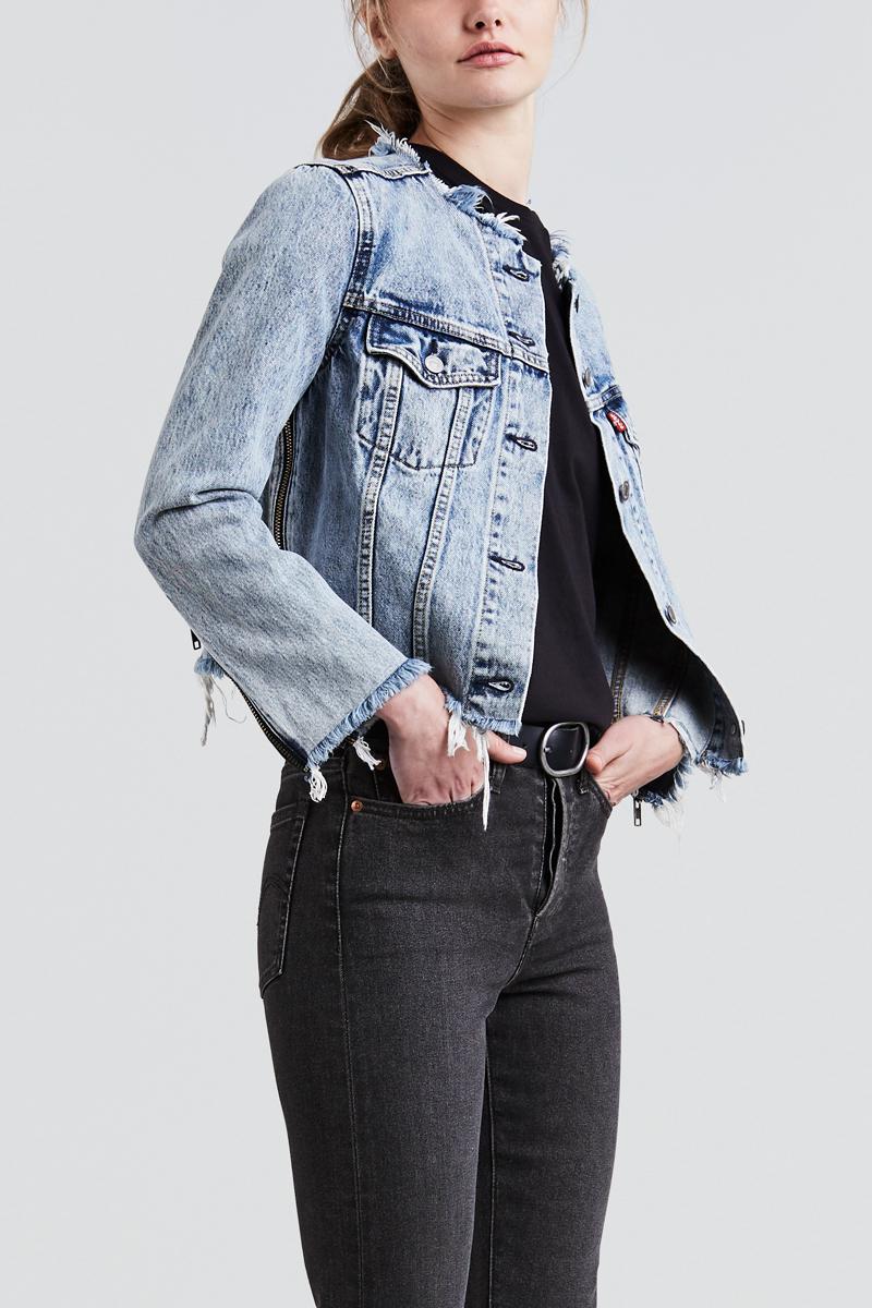 Куртка женская Levis®, цвет: голубой. 5238600000. Размер L (46/48)5238600000Куртка женская Levis® выполнена из натурального хлопка. Модель с длинными рукавами застегивается на пуговицы. Укороченная джинсовая куртка украшена молниями по краям изделия и на рукавах.