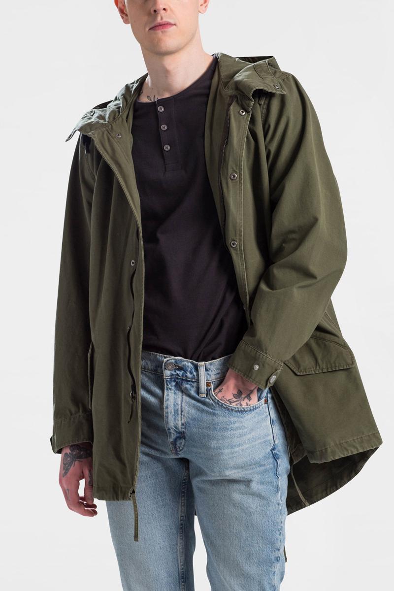 Куртка мужская Levis®, цвет: зеленый. 4776400000. Размер M (48)4776400000Куртка мужская Levis® выполнена из натурального хлопка. Модель с длинными рукавами и капюшоном застегивается на комбинированную застежку. Спереди модель дополнена двумя прорезными карманами с клапанами.