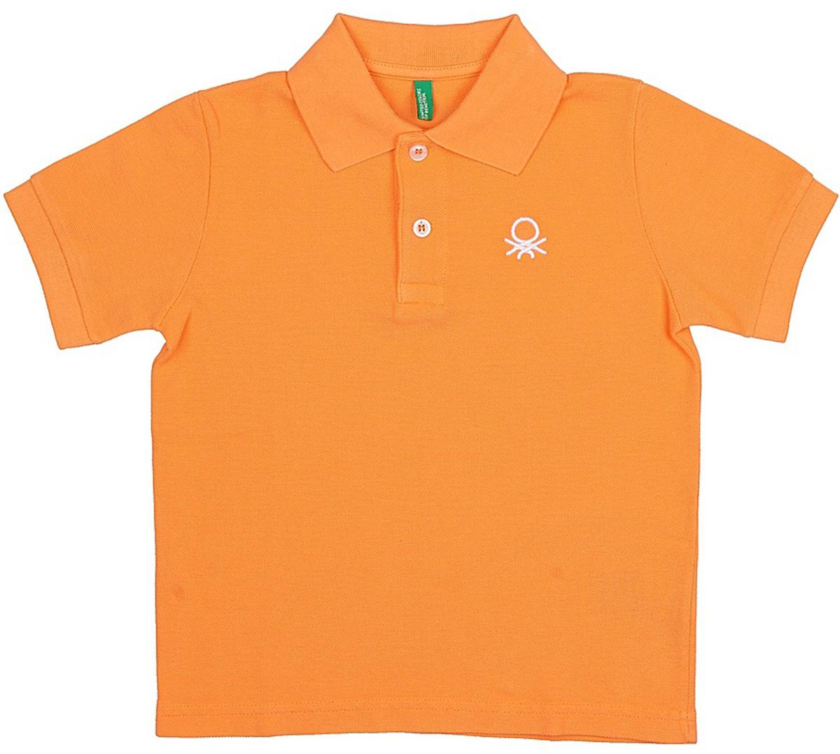 Поло для мальчиков United Colors of Benetton, цвет: оранжевый. 3089C3303_0E8. Размер 1303089C3303_0E8Лаконичное поло от United Colors of Benetton выполнено из натурального хлопкового трикотажа. Модель с короткими рукавами и отложным воротником на груди застегивается на пуговицы.