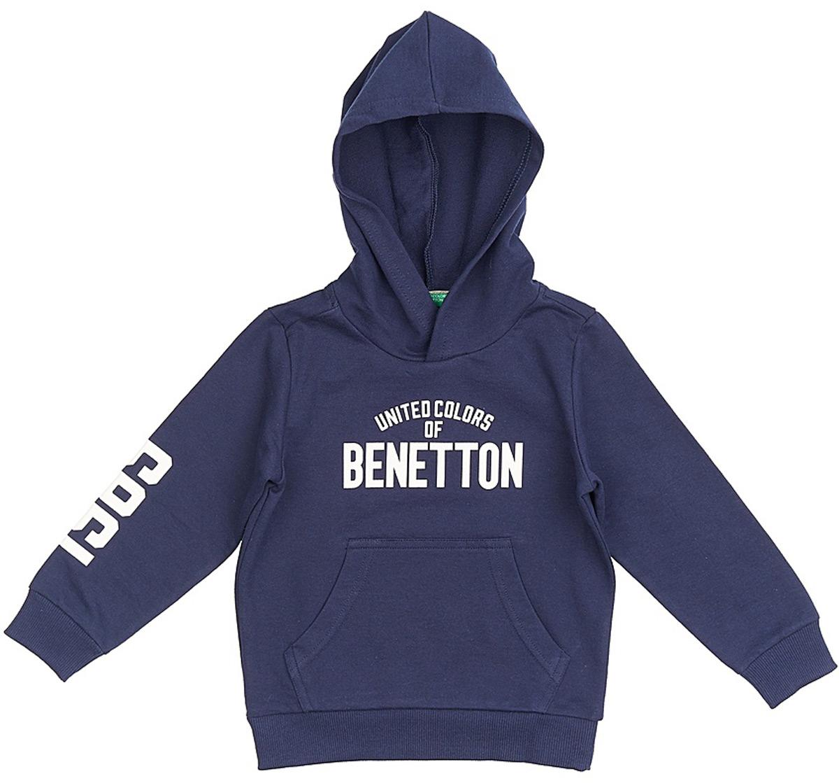 Толстовка для мальчиков United Colors of Benetton, цвет: синий. 3BC1C2091_13C. Размер 1503BC1C2091_13CМодная толстовка от United Colors of Benetton выполнена из натурального хлопкового трикотажа. Модель с капюшоном и длинными рукавами на груди оформлена брендированной надписью и спереди дополнена карманом кенгуру. Манжеты рукавов и низ изделия дополнены широкими трикотажными резинками.