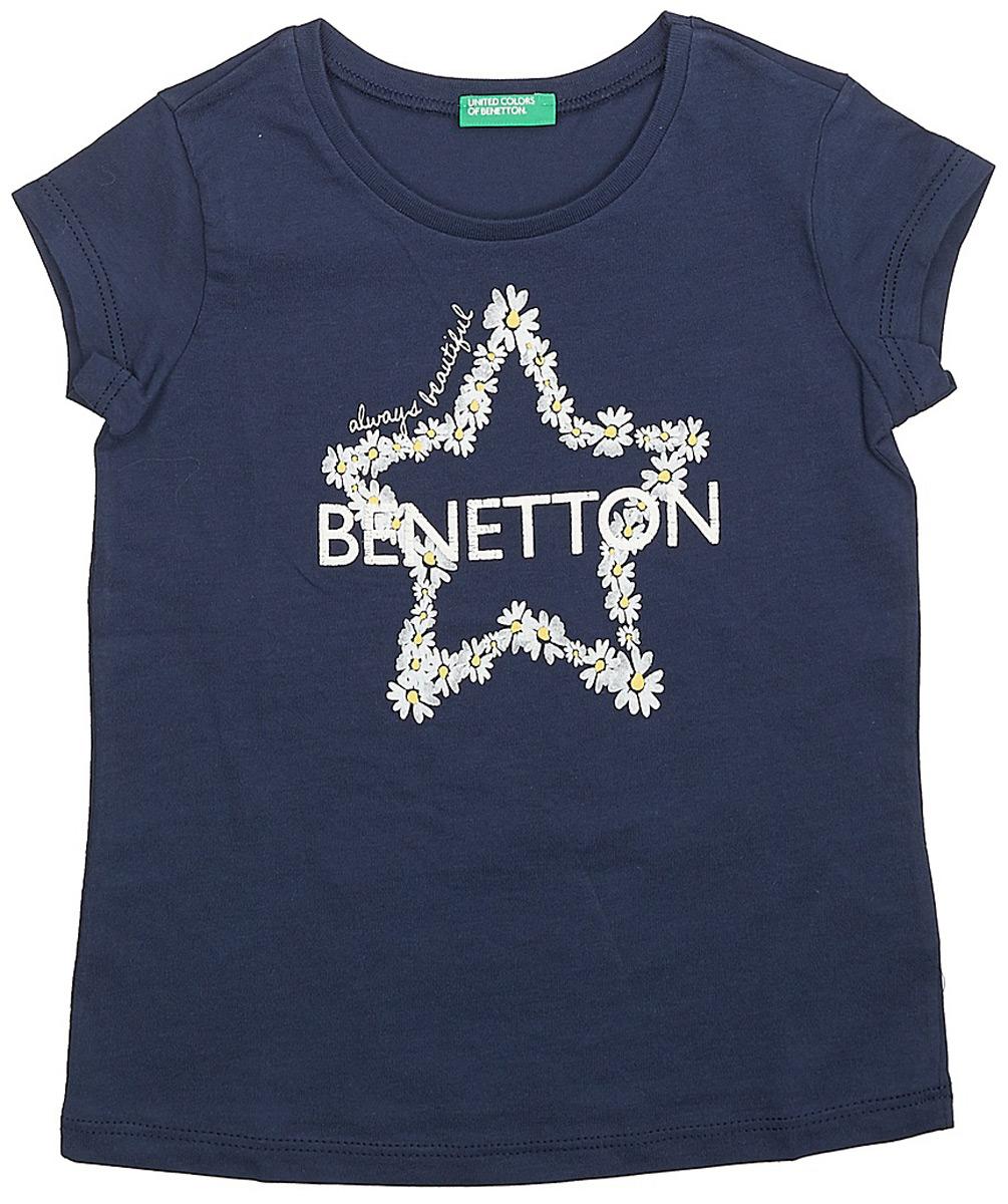 Футболка для девочек United Colors of Benetton, цвет: синий. 3096C13IZ_13C. Размер 1203096C13IZ_13CФутболка от United Colors of Benetton выполнена из натурального хлопкового трикотажа. Модель с короткими рукавами и круглым вырезом горловины на спереди оформлена принтом.