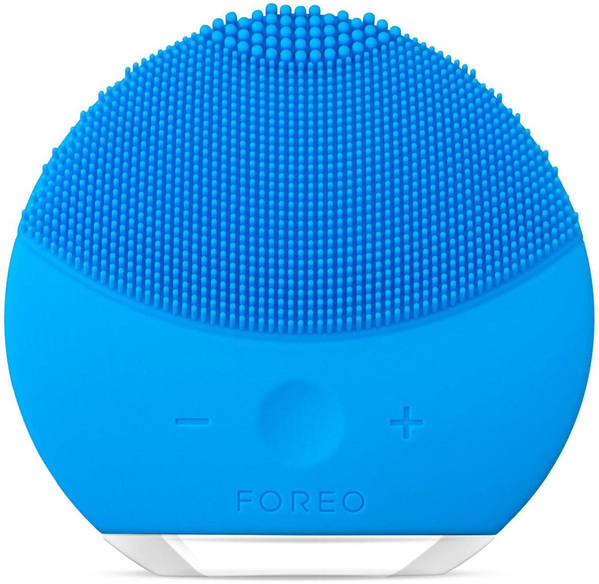 Foreo Щётка для очищения лица LUNA mini 2, цвет: Aquamarine (голубой)F6248LUNA mini 2 от шведского бьюти бренда FOREO это компактная щетка для очищения лица с усовершенствованной технологией TSonic, 8 ю уровнями интенсивности и индивидуальной настройкой очистки. Всего 1 минута дважды в день и твоя кожа всегда будет свежей, чистой и более гладкой. Мягкие силиконовые щетинки, передающие до 8000 T Sonic пульсаций в минуту, глубоко, но нежно очищают поры кожи от 99,5% грязи, кожного жира и остатков макияжа. Электрическая щетка для лица LUNA mini 2 избавляет кожу от приводящих к воспалениям загрязнений, обеспечивая при этом бережный уход. Электрическая щетка LUNA mini 2 не нуждается в замене головки щетки. Она выполнена из высокопрочного безопасного гипоаллергенного беспористого силикона, предотвращающего скопление бактерий, что делает ее в 35 раз гигиеничнее обычных нейлоновых щеток. Легкая и полностью водонепроницаемая LUNA mini 2 имеет 8 режимов скоростей и идеальна для использования в ванне и душе, полной зарядки прибора хватает на 300 сеансов очистки.