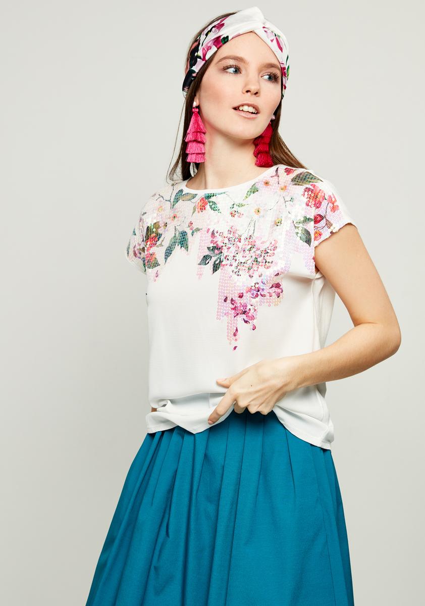 Блузка женская Zarina, цвет: белый. 8122506406004. Размер XS (42)8122506406004Женская блузка Zarina выполнена из высококачественных материалов. Модель с круглым вырезом горловины и короткими рукавами спереди дополнена принтом.