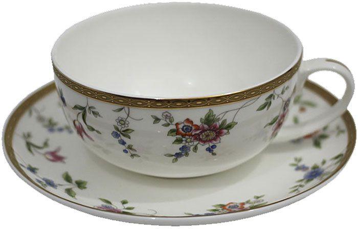 """Чай будет еще вкуснее, если пить его из изящной фарфоровой чашки, чья красота подчеркнута  блюдцем в том же стиле. Вы можете пользоваться ею дома или на работе, позволяя себе немного  расслабиться и освежить мысли. Чайная пара """"Цветочная поляна"""" – классический, всегда востребованный и желанный подарок.  Насладиться уединением за ароматным напитком – это маленькое счастье, доступное каждому."""