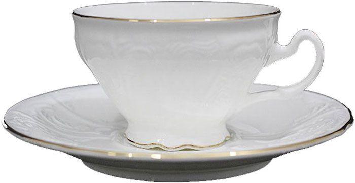 """Чай будет еще вкуснее, если пить его из изящной фарфоровой чашки, чья красота подчеркнута  блюдцем в том же стиле. Вы можете пользоваться ею дома или на работе, позволяя себе немного  расслабиться и освежить мысли. Чайная пара """"Maria Gold"""" – классический, всегда востребованный и желанный подарок.  Насладиться уединением за ароматным напитком – это маленькое счастье, доступное каждому."""