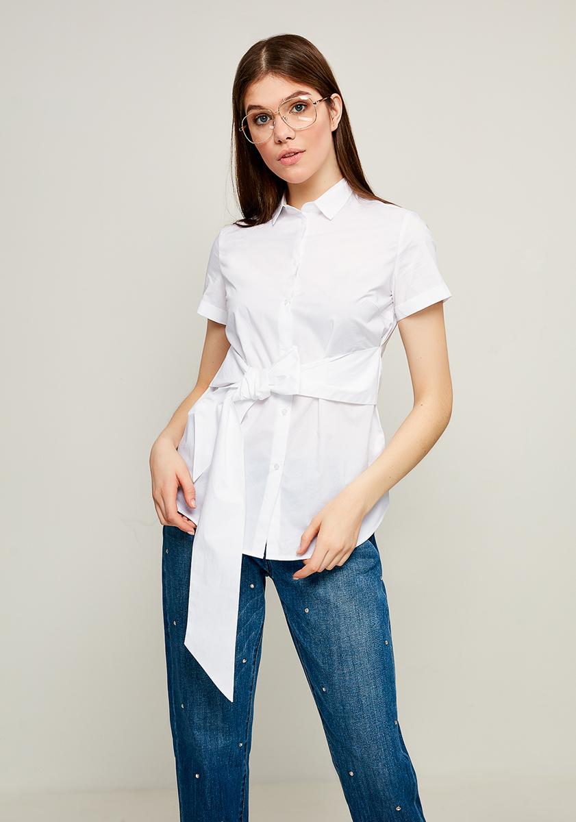 Блузка женская Zarina, цвет: белый. 8123092322001. Размер 468123092322001Блузка Zarina выполнена из натурального хлопка. Модель с отложным воротником и короткими рукавами застегивается на пуговицы. Блузка дополнена вшитым широким поясом, который можно элегантно завязать спереди или сзади.