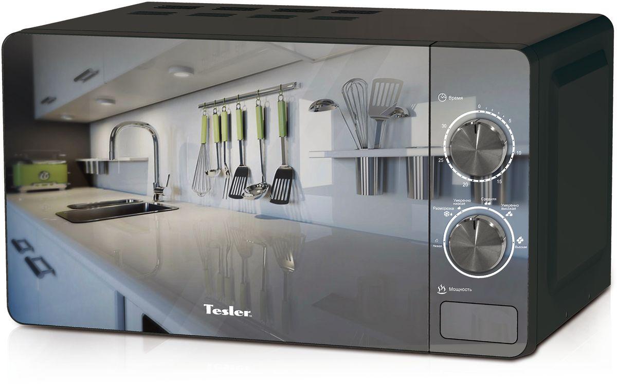Tesler MM-2002, Black микроволновая печьMM-2002_BlackМикроволновая печь Tesler MM-2002 с удобным механическим управлением имеет мощность микроволн 700 Вт и вместительный объем рабочей камеры, чтообеспечивает быстрый разогрев даже большой порции пищи. Функция размораживания позволяет с легкостью подготавливать продукты для их дальнейшего приготовления. Компактные размеры микроволновой печи позволят ей без труда разместиться даже на небольшой кухне, а стильный дизайн станет прекрасным дополнением вашего кухонного интерьера.