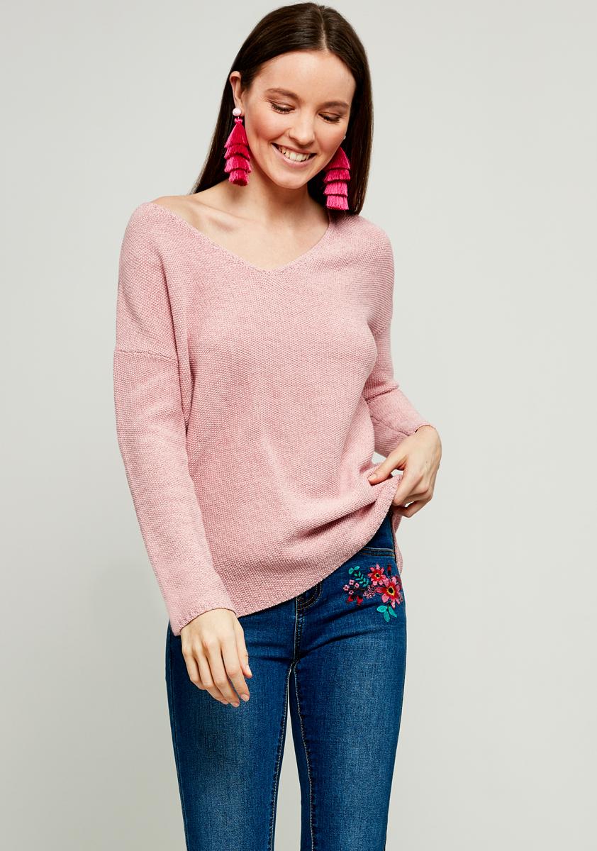 Джемпер женский Zarina, цвет: светло-розовый. 8123608808097. Размер S (44)8123608808097Джемпер Zarina выполнен из высококачественного материала. Модель с V - образным вырезом горловины и длинными рукавами, дополнена по бокам небольшими разрезами.