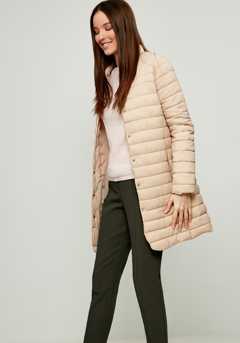 Пальто женское Zarina, цвет: бежевый. 8122404104062. Размер 428122404104062Стильное утепленное пальто от Zarina выполнено из высококачественного материала. Модель с длинными рукавами и воротником-стойкой застегивается на кнопки, по бокам дополнена втачными карманами на потайных молниях.