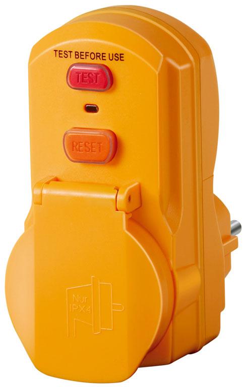 Розетка-адаптер Brennenstuhl1290630Розетка Brennenstuhl с устройством защитного отключения (или УЗО) предназначается для надежной защиты от ударов электротоком, которыевозможны при использовании техники с устаревшей либо испорченной изоляцией кабелей. Розетки зачастую применяют при подключениибытовых приборов (газовые котлы, устройства в помещениях с высокой влажностью воздуха, строительное электрооборудование). Имеютвысокую влагозащиту (класс IP 54). Можно использовать под открытым небом. Адаптер УЗО обезопасит от поражения током, моментальноотключив провод.Номинальное напряжение: 230 В. Номинальный ток: 16 А. Ток утечки (срабатывания): 30 мА.