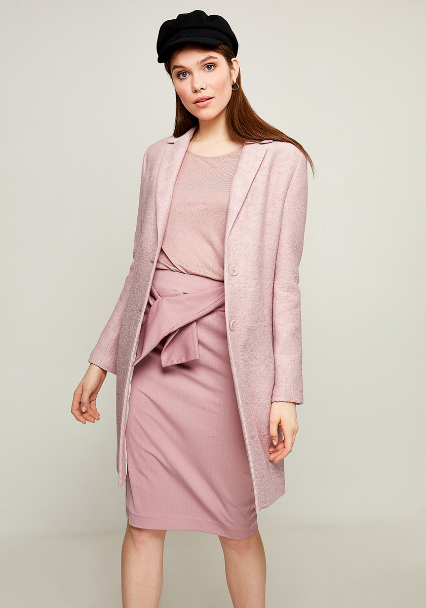 Пальто женское Zarina, цвет: розовый. 8123405121098. Размер 488123405121098Женское пальто Zarina выполнено из высококачественного материала. Модель с длинными рукавами и воротником с лацканами застегивается на две пуговицы. Модель дополнена двумя врезными карманами.