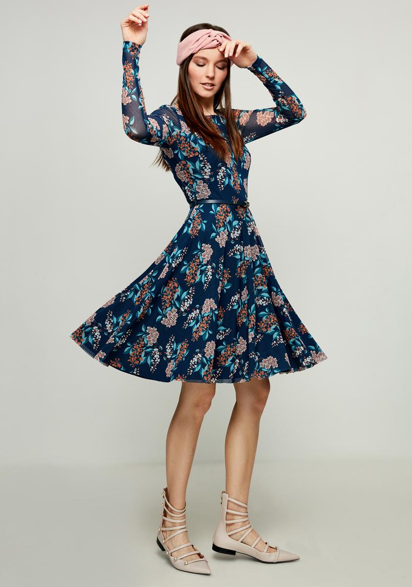 Платье Zarina, цвет: темно-синий, бирюзовый. 8123024524016. Размер 508123024524016Стильное платье от Zarina выполнено из полупрозрачного материала на подкладе. Модель с длинными рукавами и круглым вырезом горловины на талии дополнена тонким ремешком.