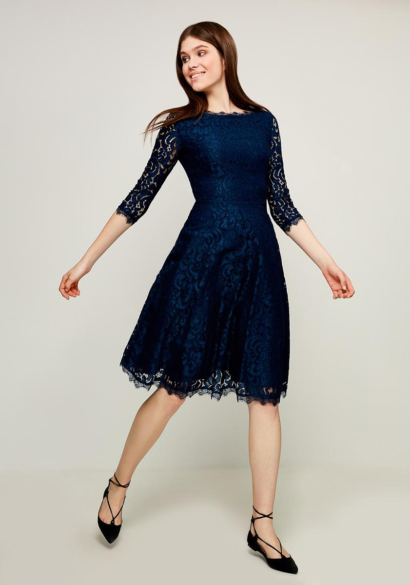 Платье Zarina, цвет: синий. 8123041541040. Размер 448123041541040Стильное платье от Zarina выполнено из кружевного гипюра. Модель с рукавами 3/4 и вырезом горловины лодочка на спинке застегивается на потайную молнию. Спинка оформлена V-образным вырезом.